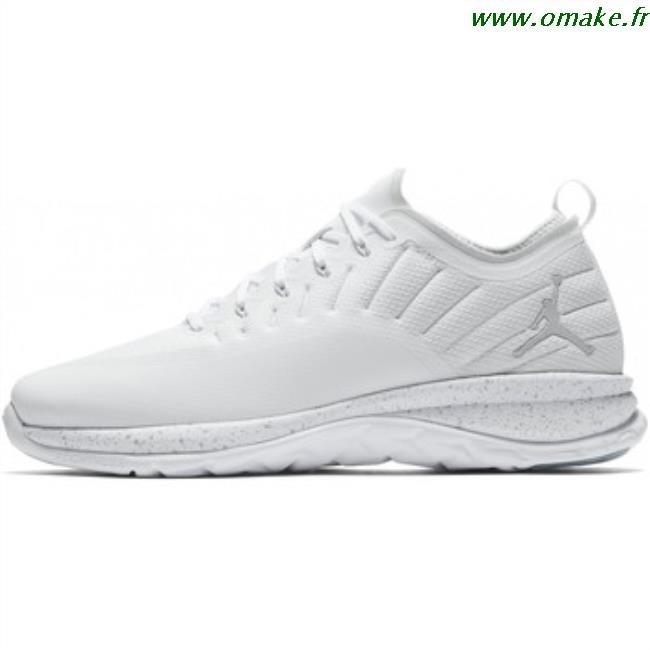 magasin d'usine 5dd53 c7c2f Chaussure Jordan Femme Blanche omake.fr